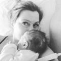 """""""Een aantal dagen na de bevalling verlies ik op de wc vier tennisballen bloed en zak ik op de vloer."""" Lees het bevallingsverhaal van blogster Esmeralda!"""