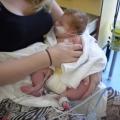 Pasgeboren Noam kreeg een hartstilstand bovenop de buik van mij