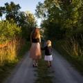 Praat over seks met je kind! Het helpt ze namelijk een stapje verder in het latere volwassen leven. Lees hoe!