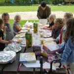 Je kind geeft een feestje, maar welke kinderen nodig je uit? Onze pedagoog adviseert!