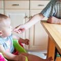 De eeuwige discussie: potjes of zelf koken voor je baby