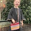 Shoppen is niet meer zoals vroeger… Mama Letje moet accepteren dat haar dochter een eigen (lelijke!) smaak heeft, die ze niet kan tegenhouden