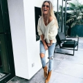 Zonder bh in een outfit, I love it! Check deze outfit.
