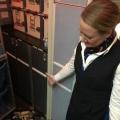 Mama Marloes heeft irritante passagiers aan boord van het vliegtuig…