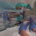 Ik was pas 33 weken zwanger en werd met loeiende sirenes naar het ziekenhuis gebracht