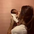 """EXCLUSIEF: Lieke van populaire """"kindermusthaves"""" vertelt over haar bevalling op de baarkruk"""