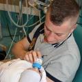 """Papa Gerard: """"Tijdens de geboorte kwam er een lucht uit de baarmoeder waaruit bleek dat er een ontsteking in zat"""""""