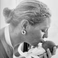 Het moeilijkste van de geboorte van een moeder, is het loslaten van een kind