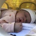 Baby Nola* komt eindelijk thuis
