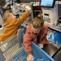 Mijn supermarktchaos, boodschappen doen met 2 kleine losgeslagen kinderen