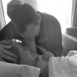 Toen het hoofdje er verder uitkwam, realiseerde ik me dat mijn man de bevalling niet zou gaan halen
