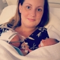 Ik mag voor het  eerst mijn baby's vasthouden, nadat ze zo bruut aan mij onttrokken zijn